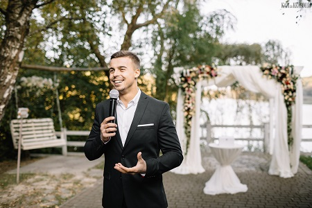 If You Decide To Have Your Friend Or Relative Act As A Master Of Ceremonies Choose Someone Who Is Easygoing Comfortable In Large Crowd And Has Plenty